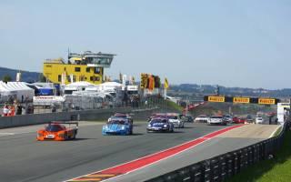 In der Eifel sind über 40 GT- und Tourenwagen am Start